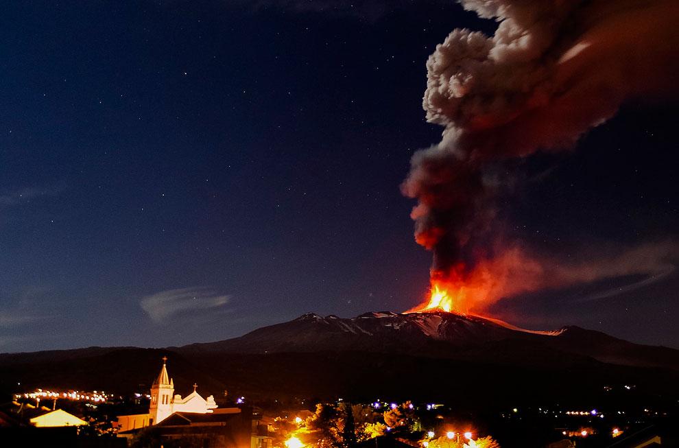 Извержение вулкана Copahue на границе Аргентины и Чили. (Фото Antonio Huglich   AFP   Getty Ima
