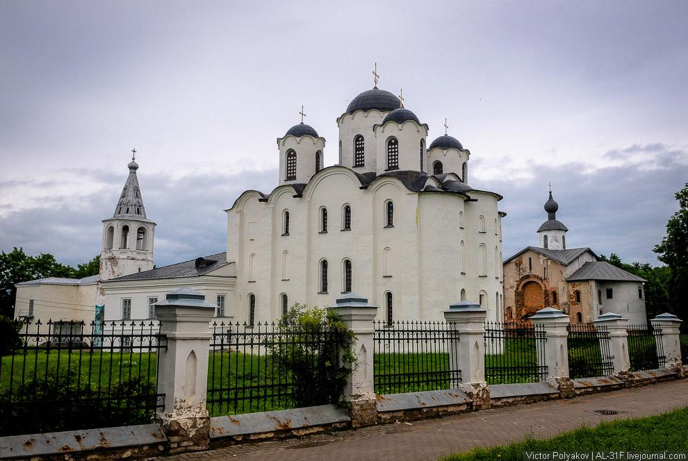 34. Здесь была княжеская резиденция и торг. Тут собиралось знаменитое новгородское вече. И толь