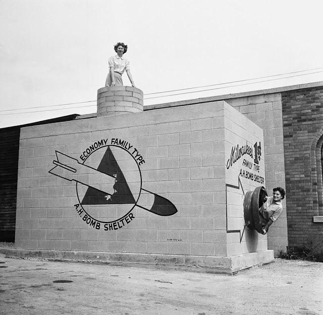Убежище от ядерных бомб 12 сентября 1958 года прошла демонстрация бомбоубежища под землей, в котором