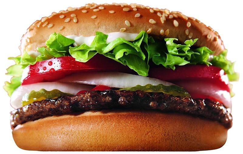 8. США: гамбургер   Как пиццу или пасту, гамбургеры едят во всем мире, но обычно с этим блюдом