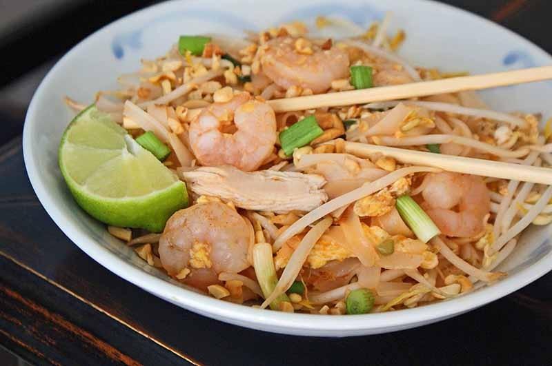 18. Таиланд: тайская лапша   Сильно обжаренная рисовая лапша. Ее подают в ресторанах, а можно к