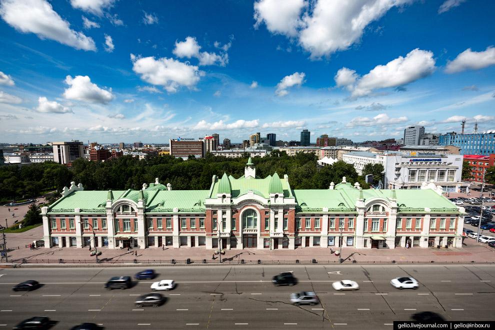 17. В этом здании в декабре 1917 года было объявлено о передаче власти Советам.
