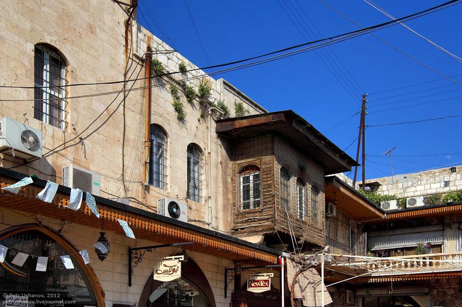 Местный рынок . Как и в Стамбуле, в Алеппо рынки крытые и находятся в старых зданиях