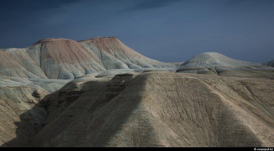 Вдоль южной границы национального парка Алтын Емель протекает река Или: