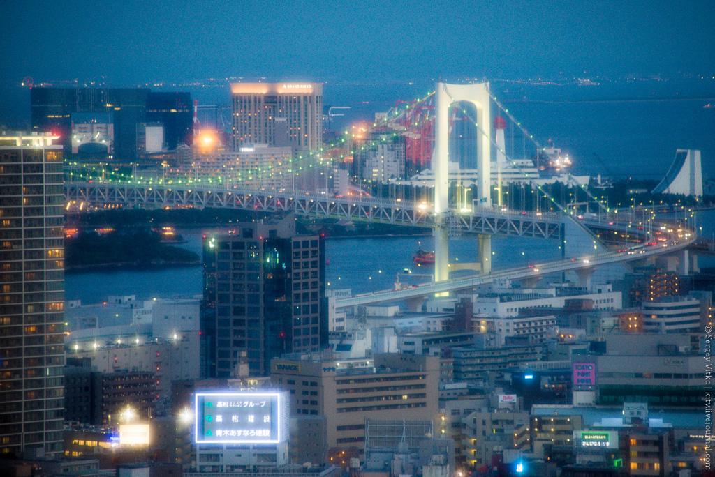 Чем известен квартал Роппонги в Токио?