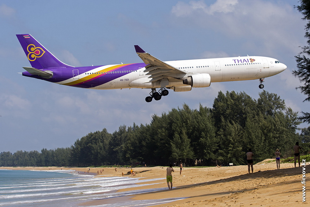 A-330_HS-TED_HS-TED_Thai_Airways_International.JPG