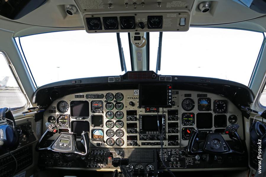 Beechcraft_B300_King_Air_350_UP-K3503_Air_Control3.JPG