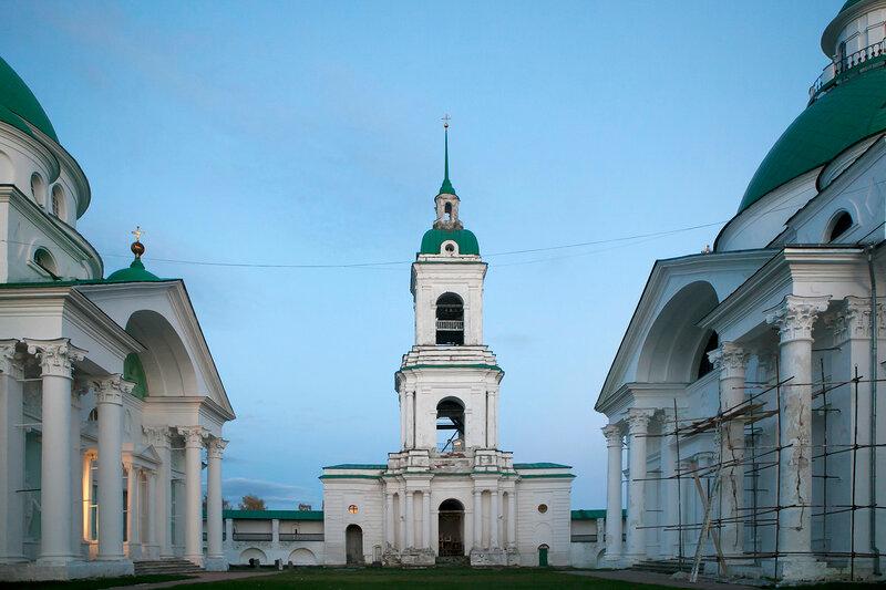 Rostov Veliky. Spasso-Yakovlevsky Monastery on Lake Nero