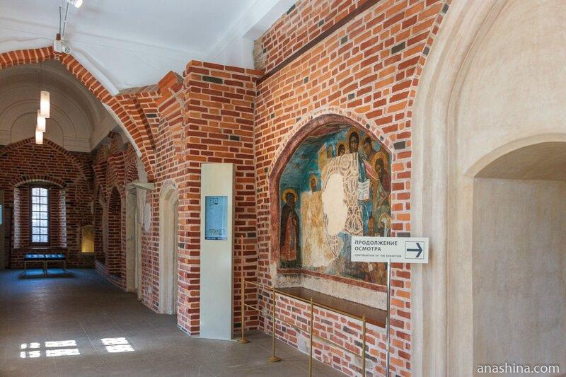 Галерея при входе в Главный зал Владычной палаты, Великий Новгород