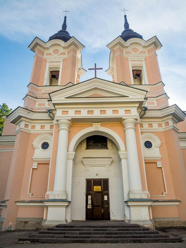 Храм Святых Апостолов Петра и Павла — единственная действующая католическая церковь, встреченная мной в России.