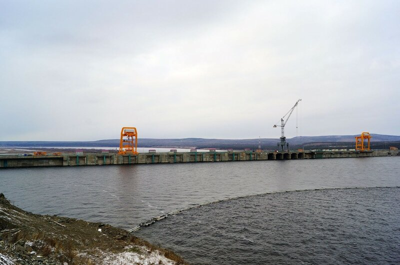 Богучанская ГЭС со стороны верхнего бьефа. Фото пресс-слвужбы БоГЭС