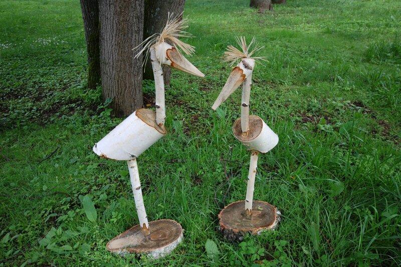 Скульптуры из березовых чурбаков.