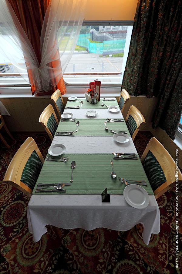 фото. Ресторан «Ладога» в кормовой части средней палубы теплохода «Кронштадт»