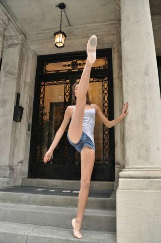 соглашусь, как гимнасткам раздвигают ноги что бы те сели на шпагат смотреть онлайн предлогом
