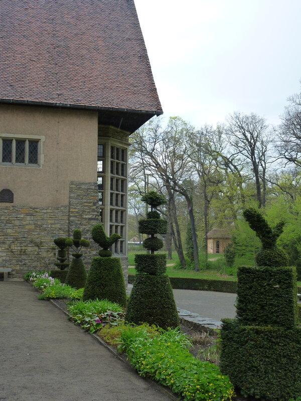 Фигурные кусты в саду Цецилиенхофа