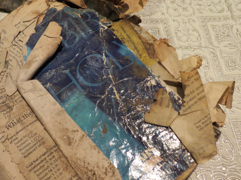 Найденная на месте трагедии обгоревшая Библия