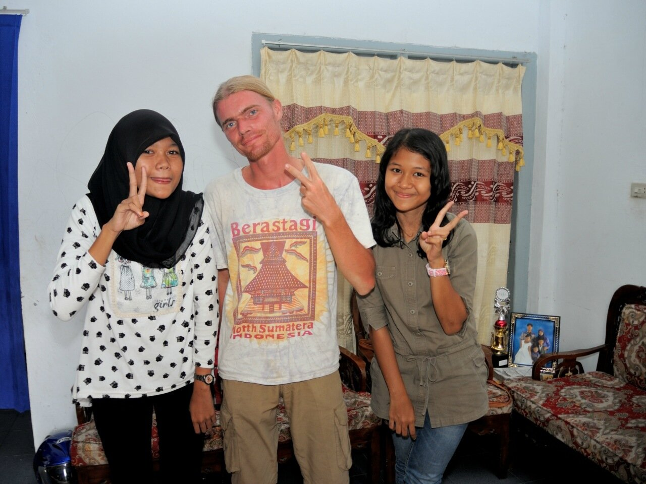 с индонезийской молодежью