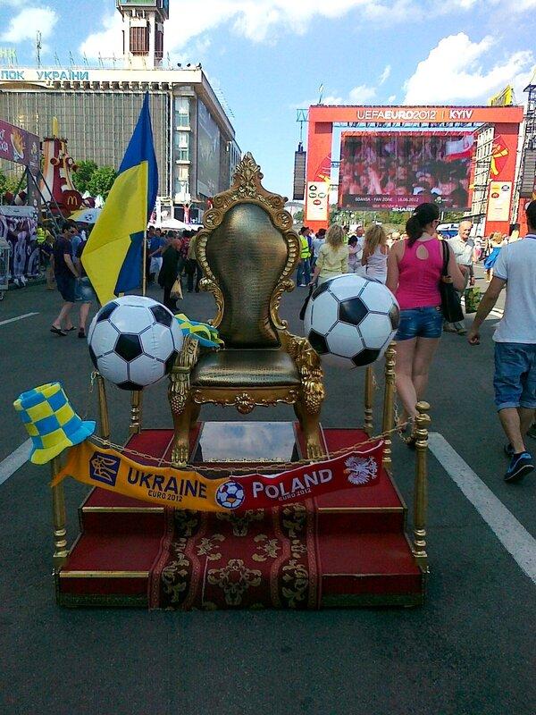 Трон Евро 2012 на Крещатике
