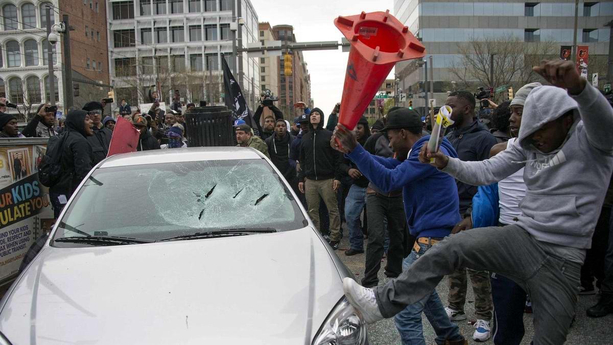 Конец полицейскому государству: Массовые протесты и уличные погромы в Балтиморе (США) (29)