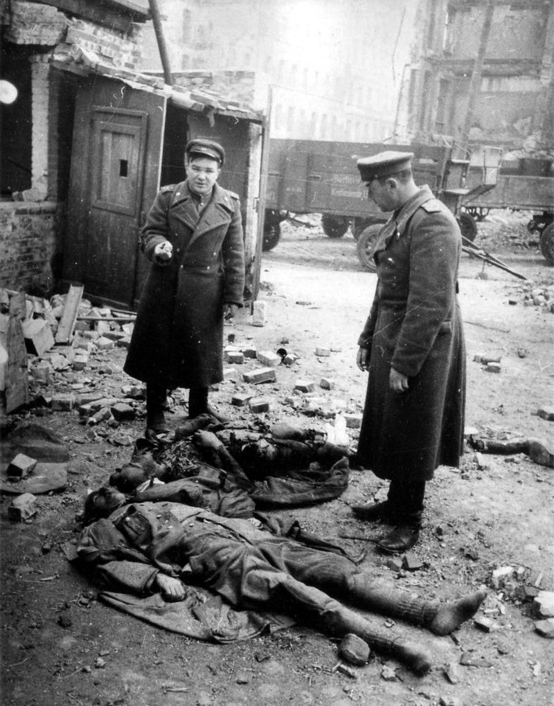 Падение Берлина на фотографиях весны 1945 года (11)