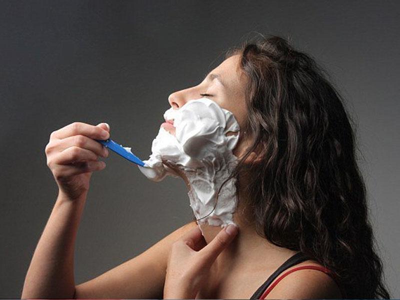 брить лицо