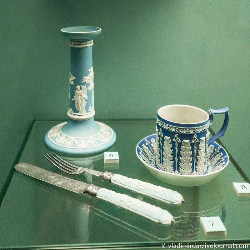 Подсвечник с изображением Апполона Мусагета и Полигимнии, нож и вилка и чашка с блюдцем