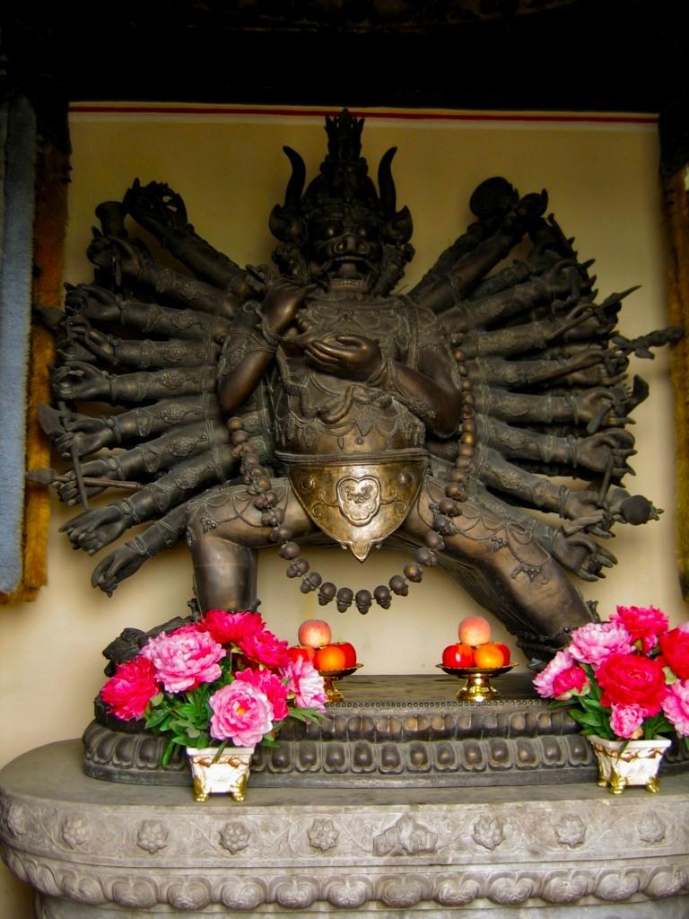 Статуя Ямантаки в павильоне Шаньиньдянь