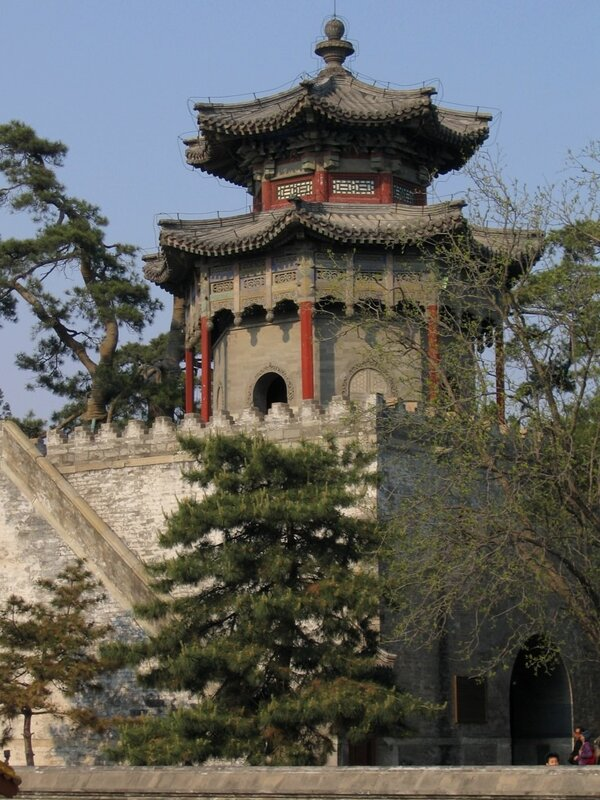 Надвратные врата Пребывания Облаков (Суюнь), парк Ихэюань, Пекин