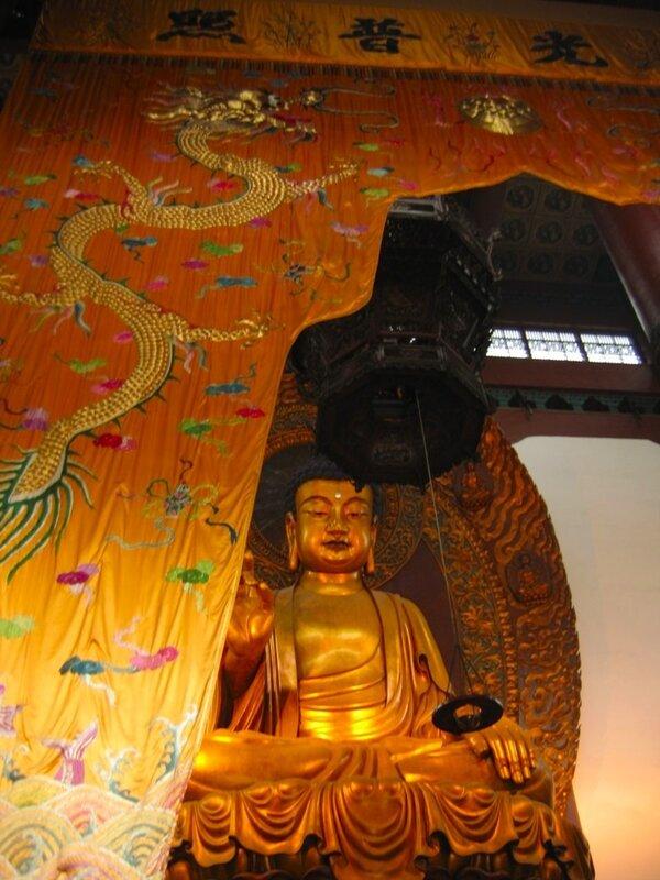 Монастырь Линъиньсы, Ханчжоу, статуя Будды