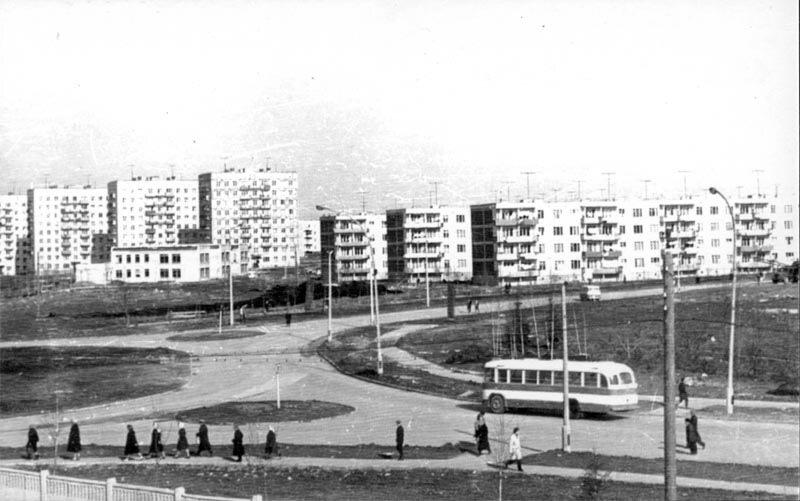 Место пересечения Панфиловского и Центрального проспектов, на заднем плане дома 1-го микрорайона.
