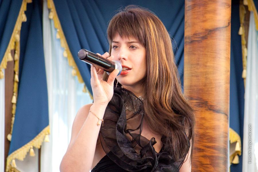 3 июля 2010 года на теплоходе «М.В.Ломоносов». Певица.