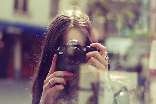 Девушка с фотоаппаратом фото
