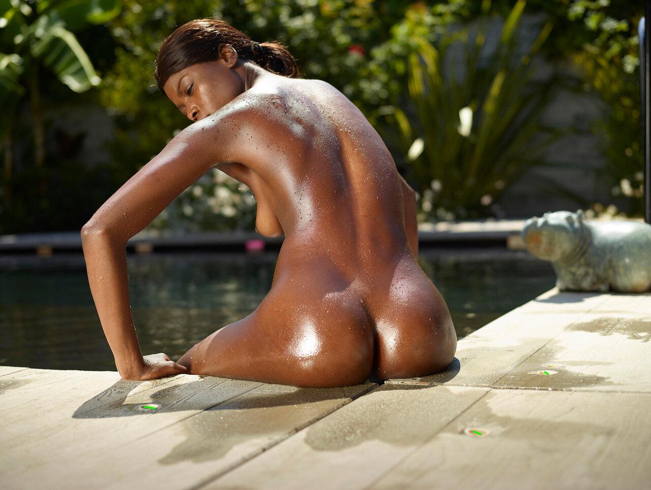 негритянка с клевой попкой назад