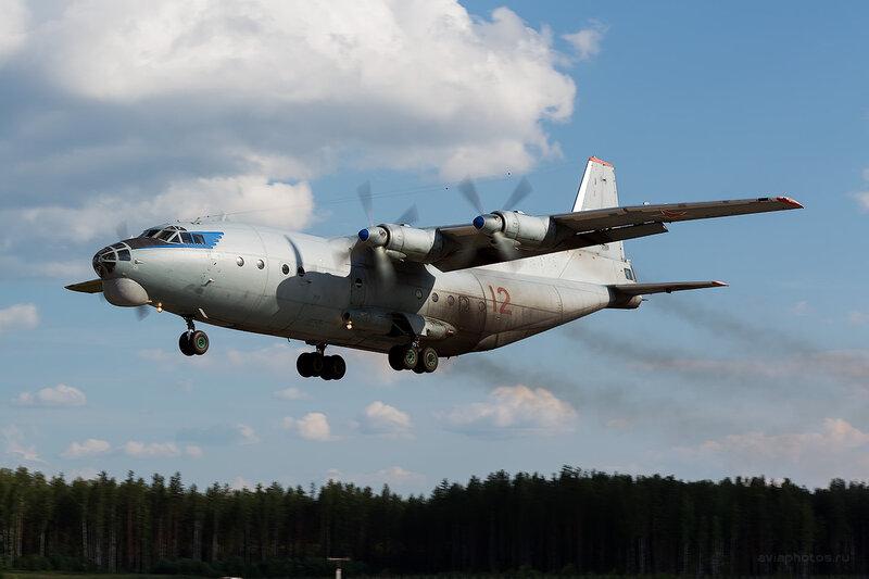 Антонов Ан-12БК (12 красный) D806487e