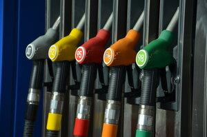 В Молдове продолжает дешеветь топливо