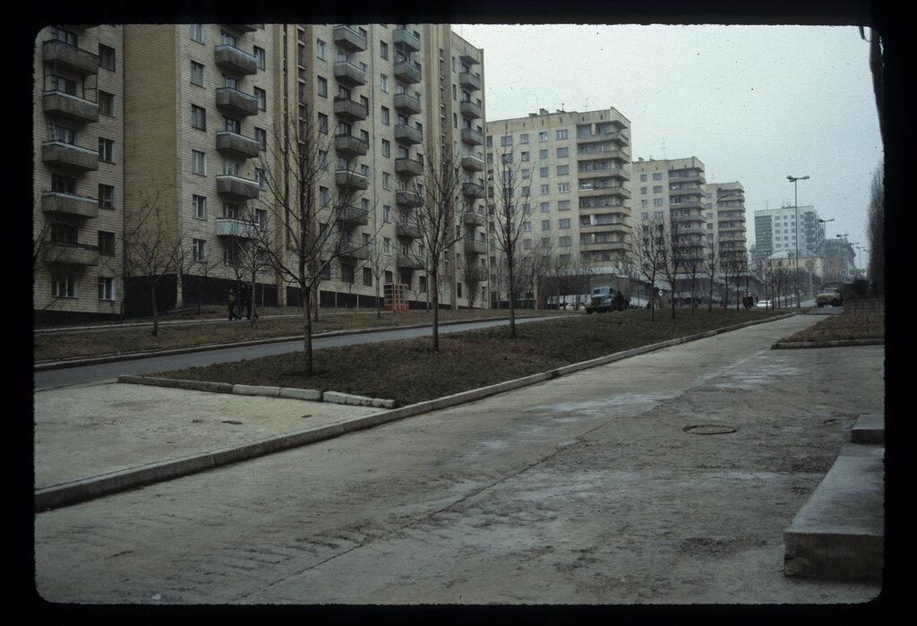 1984 Donetsk_Residential_Street_USSR.jpg