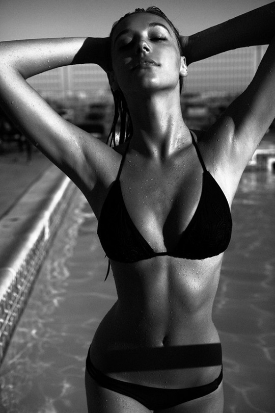 Красивые фотографии молодой модели Алексис Рен 0 142372 beec3163 orig
