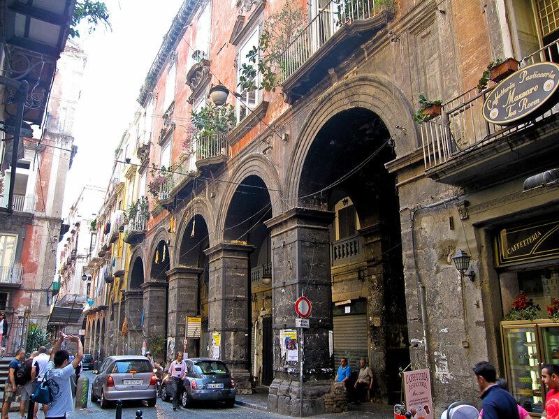 Napoli_-_Via_dei_Tribunali.jpg