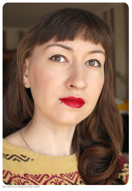Губная помада увлажняющая Rimmel Moisture Renew Lipstick: 500 Diva Red, 510 Mayfair Red Lady