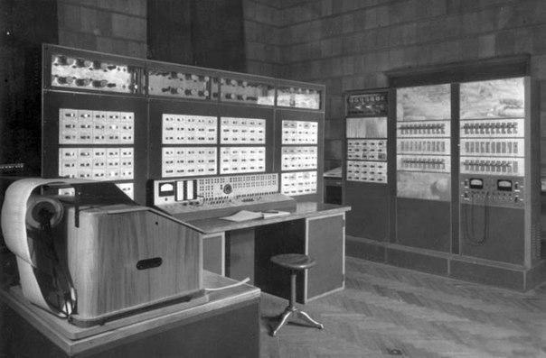Советская «Сетунь» — единственная в мире ЭВМ на основе троичного кода.