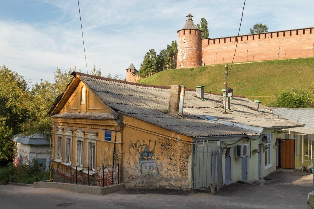 Кремль и старый дом на Почаинской улице, Нижний Новгород