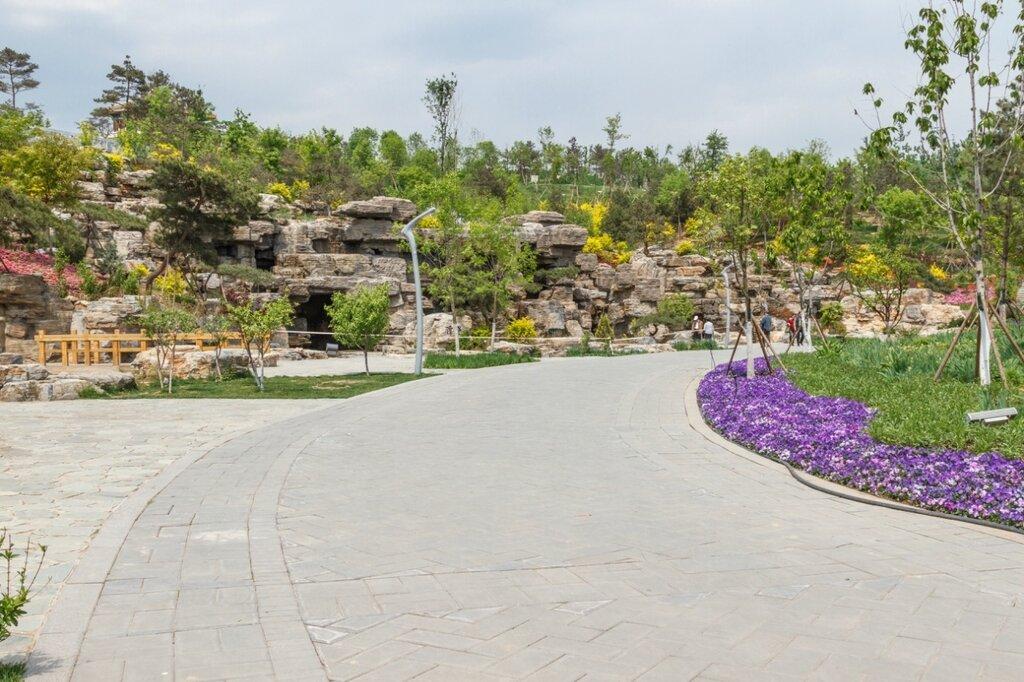 Рукотворная скала, парк-выставка садов, Пекин