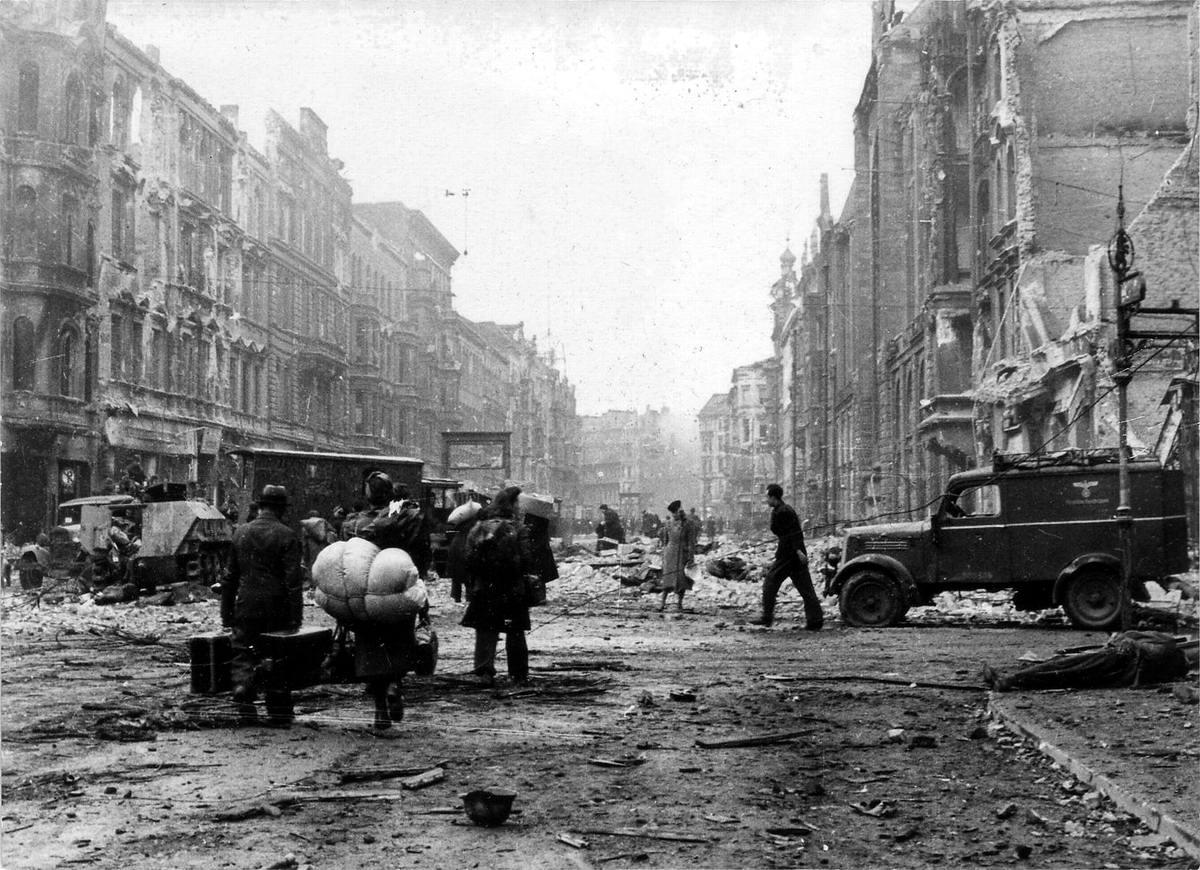 Падение Берлина на фотографиях весны 1945 года (33)