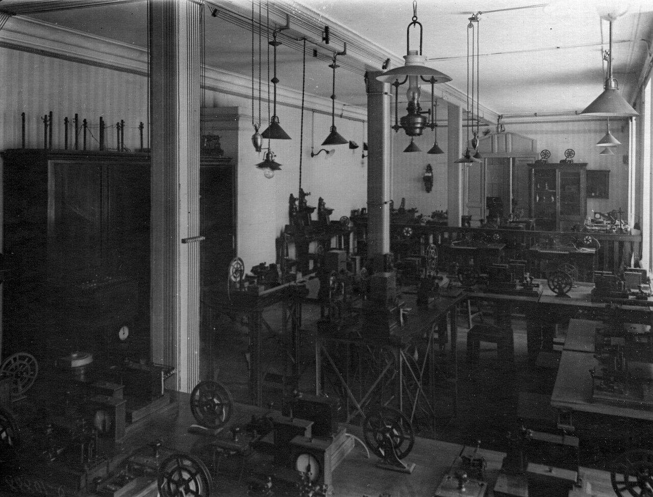 07. Общий вид телеграфной лаборатории