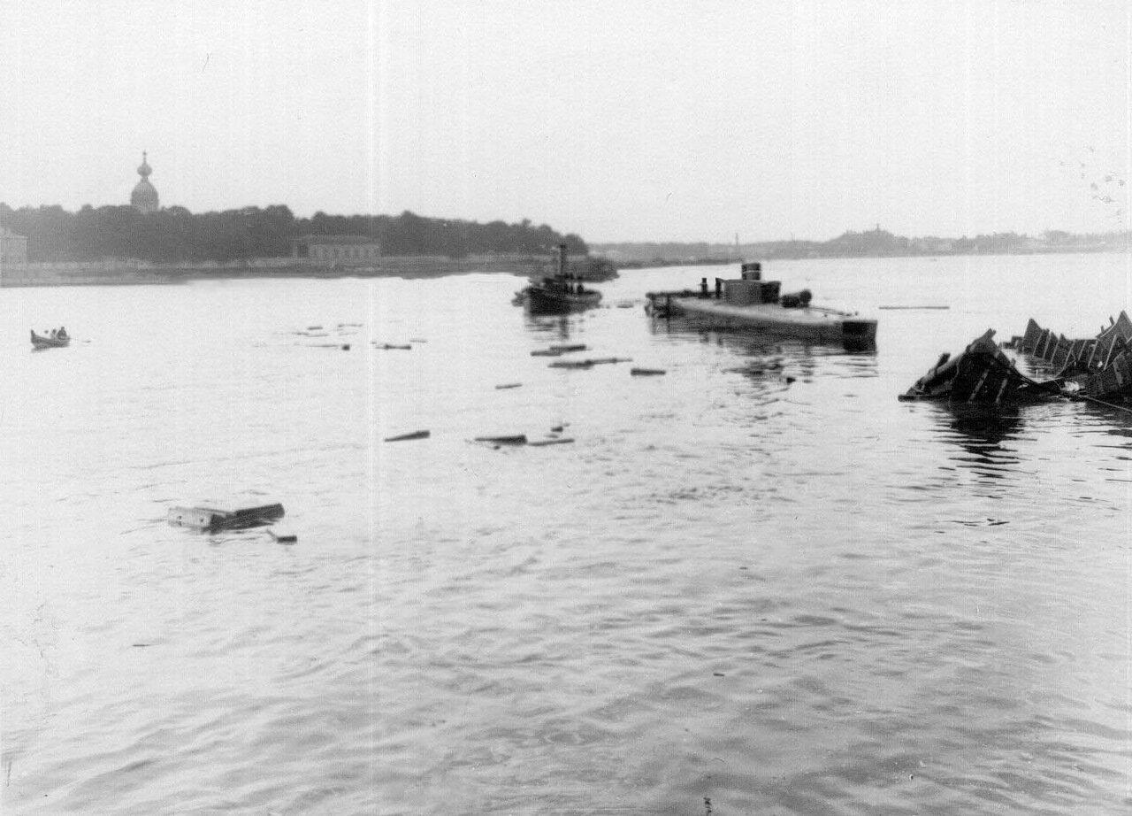 23. Спуск подводной лодки, построенной на заводе. 1911