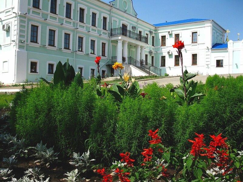 Монастырская гостиница.