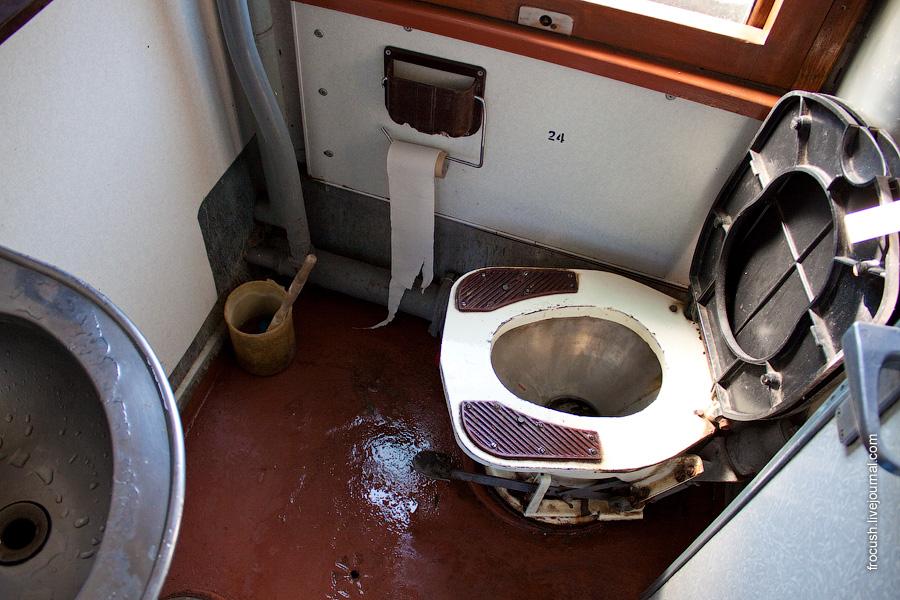 Туалет вагона №3 поезда 376 Москва - Воркута