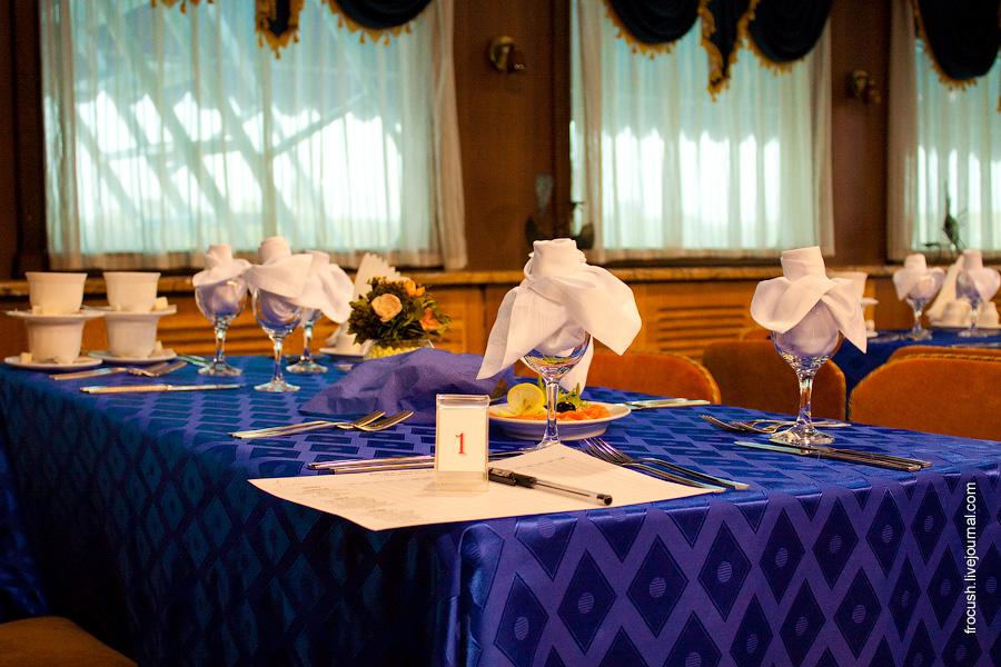 Ресторан в кормовой части средней палубы теплохода «М.В.Ломоносов»