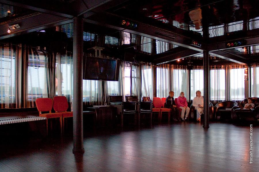Диско-бар в кормовой части главной палубы теплохода «М.В.Ломоносов»