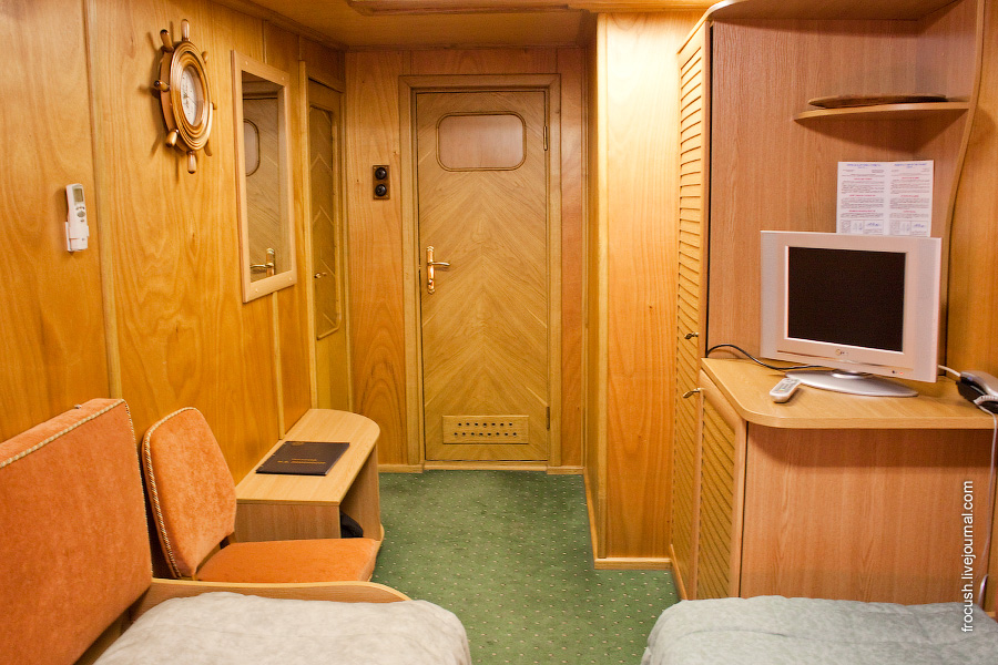 Двухместная каюта первого класса на главной палубе №208 теплохода «М.В.Ломоносов»